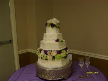 Perfect your wedding reception with a beautiful cake!
